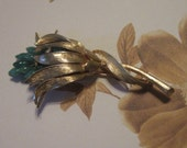 Vintage Gold Floral Brooch With Green Beads - Flower Brooch - Gold Brooch - Gold Flower Brooch