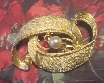 Vintage Gold Brooch With Pearl
