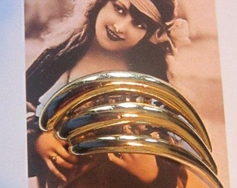 Vintage Ribbed Gold Classic Brooch