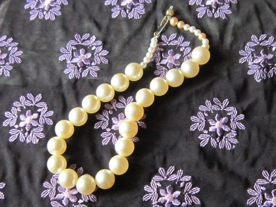 Vintage Single Strand Large Pearls Necklace