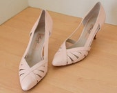ON SALE Vintage Italian Leather Pointed Toe Pumps 1980s Pretty in Pink Open Design by Amalfi - Size 7