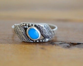 Turquoise Silver Ring - 1970s Sterling Silver Ring - Vintage Feather Etched Ring - Native American - Size 8
