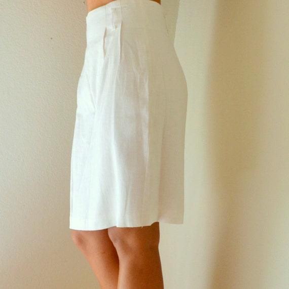 white linen knee length pencil skirt by storytellersvintage