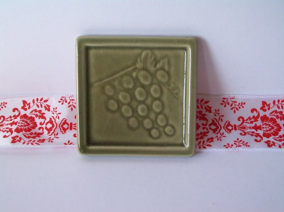 Vintage Avocado-Green Grapes Tile Coaster/Trivet