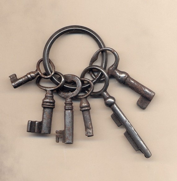SALE Reduced from 40  -  Great Antique Bunch of Keys - Rustic decor
