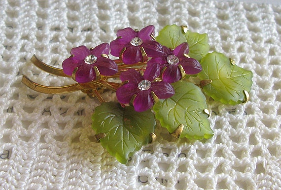 Vintage Awesome floral Brooch - (MY)