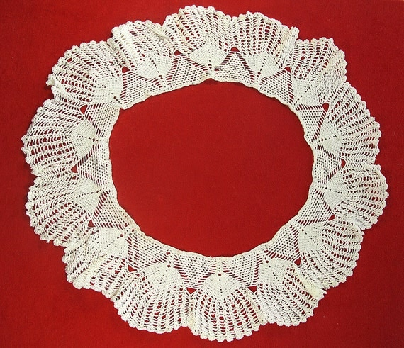 Vintage Beautiful Lace Collar - (MY)