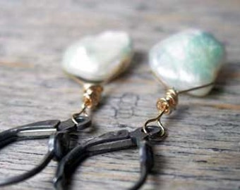 Keshi pearl earrings - Stormy clouds