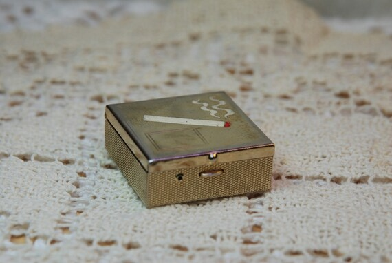 Vintage Ladies Portable Ashtray
