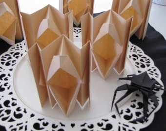 Origami  Howlers- 6 Movable Lips and 1 Black Spider- Great for parties!