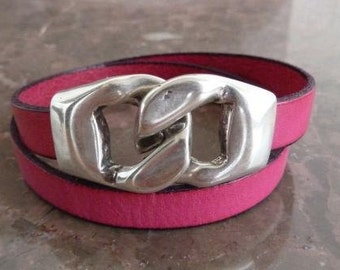 Double strapped pink leather bracelet with zamak clasp