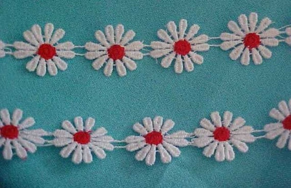 12 Petal Venise Daisy Lace White with Red Centers 3yds
