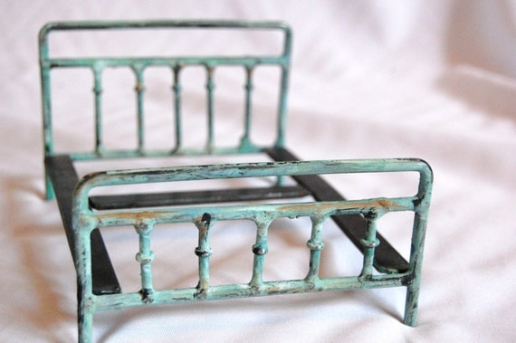 Vintage Style Victorian Miniature Metal Doll Bed 1 12