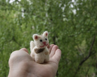 Felted cat, cat miniature, super cute felted cat, natural wool toys, felted toys, white cat