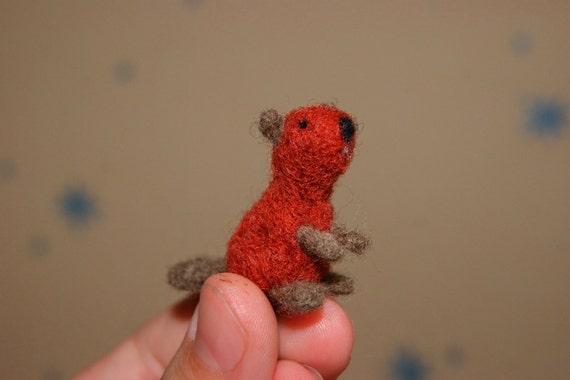 Felted beaver, felted toy, super tiny, neddle felted beaver, beaver miniature, natural wool toy, wild animals miniature