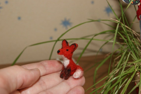 Felted fox, fox miniature, miniature animal, fox, cake topper, natural wool toys, wild animals miniature, red fox, cute fox