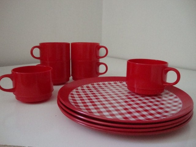 Red And White Gingham Check Plastic Dinnerware