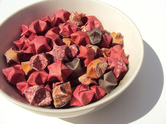 100 Lady and the Tramp Origami Stars. Crimson and Scarlet