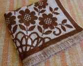 Brown Bath Towel Retro Daisy
