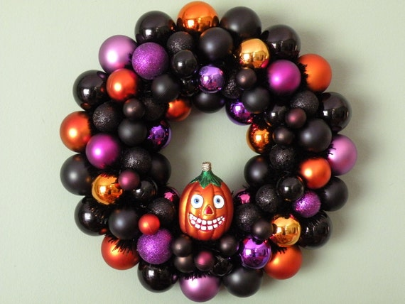PERKY PUMPKIN HALLOWEEN Ornament Wreath