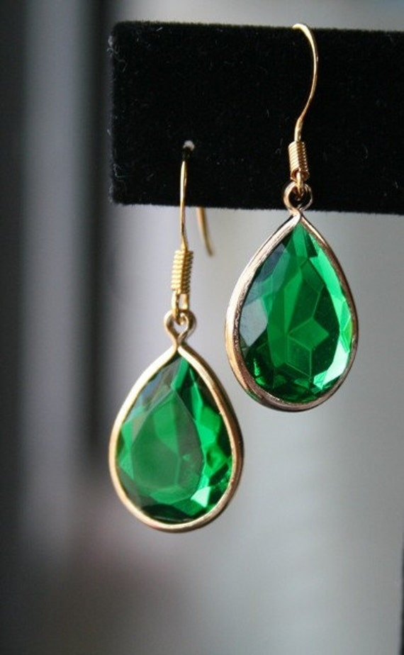 Emerald Green Lucite Teardrop Earrings in Gold. Bridesmaid Earrings. Bridesmaid Gift. Wedding Gift. Bridal Jewelry. Gift for Her.