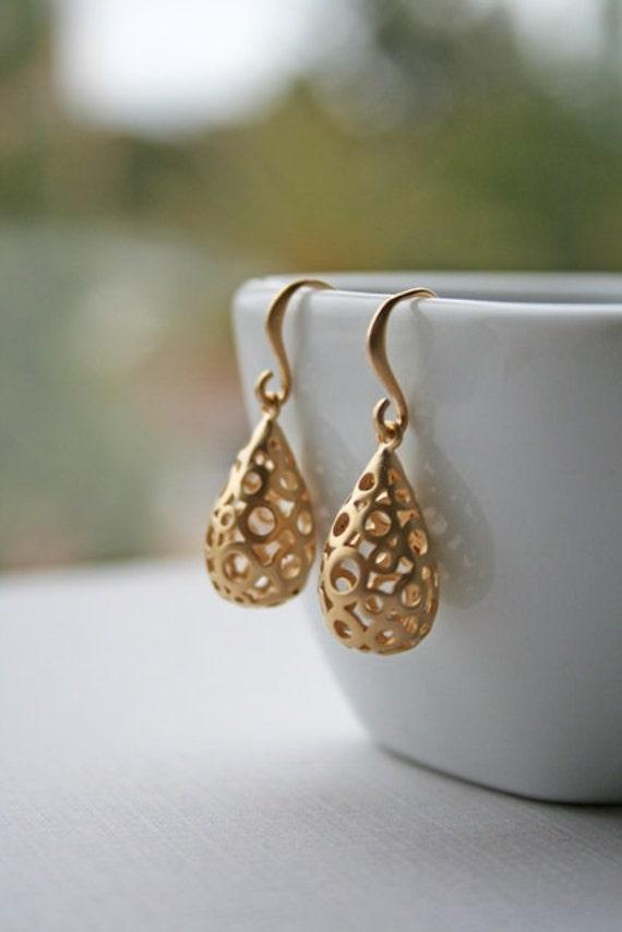 Gold Bubble Teardrops Earrings. Bridesmaid Earrings. Bridesmaid Gift. Wedding Earrings. Bridal Earrings. Bridal Jewelry. Delicate.Dainty.Mom