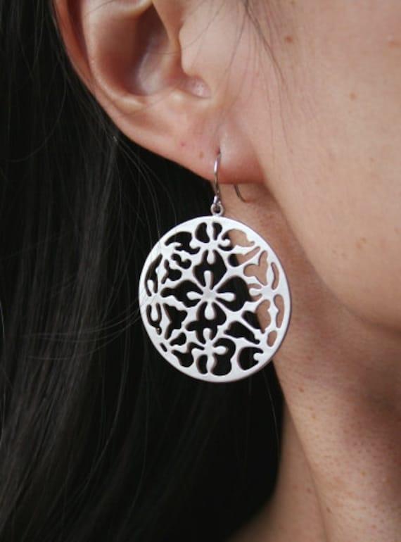Filigree Earrings in Silver. Circle Earrings. Sale. Disc Earrings. Boho Earrings. Bohemian Earrings. Simple Earrings. Everyday Earrings.