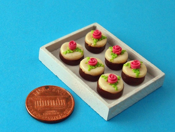 Mini Cakes Dollhouse Miniature - A Tray of  Cream Cakes decorated with Pink Roses 1/12 Scale