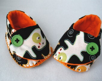 Baby Shoes, Hand Stitched Halloween Booties and Bib,  Hand Sewn Ghost Baby Shoes,  Boo Baby Black Cotton Gift Set