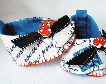 Baby Shoes, Boys Hand Sewn Booties, Script Print Booties and Bib Set, Hand Stitched Baby Shoes With Race Car,  Letters to Mom