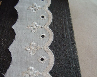 5 Yards=4.57 Meters of Light Cream Cotton Eyelet Lace - Embroidered Lace Trim