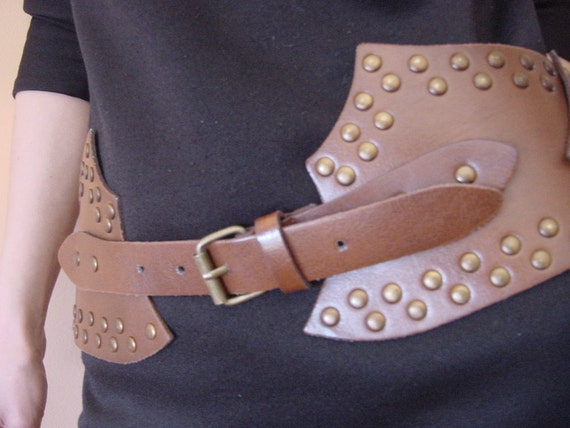 Robin Hood Treasure - Awesome Vintage Brown Belt with Antique Bronze Buckle ... a Fashionista Statement Piece Size M L XL