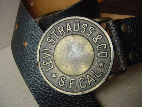 LEVI STRAUSS & CO - Vintage Black Leather Belt from 70s - Heavy brass metal Buckle ... a Fashionista Statement Piece Size S M