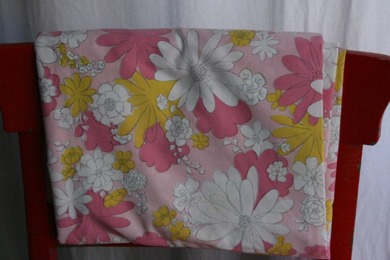 Vintage 1960 Sheet Twin Flat Fabric Material