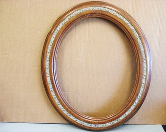 Vintage Wood Picture Painting OVAL Frame.