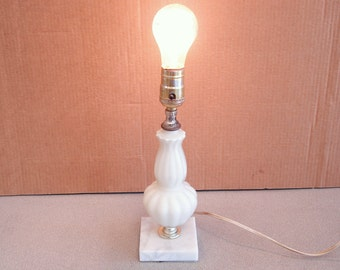 Vintage UNDERWRITERS LABORATORIES INC Portable Lamp Light.