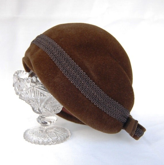 RESERVED Vintage 1950s Cocoa Brown and Bow Cloche Hat by Lazarus