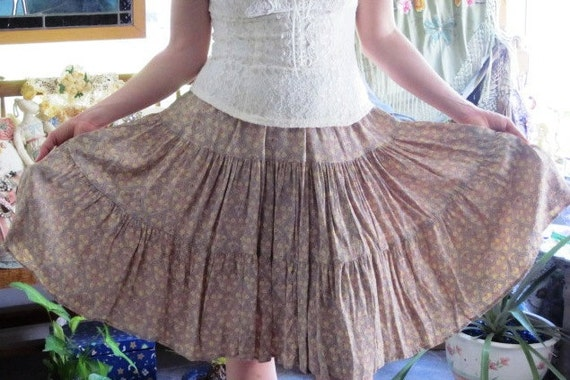 Three Tier Dancing SKIRT - Vintage Calico Rockabilly -  SiZE - MEDium -  LARGE