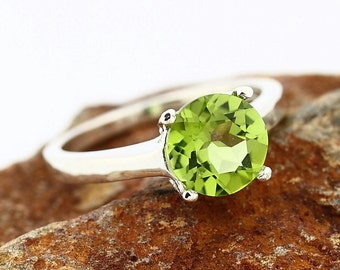 Natural Green Peridot Solid 14K White Gold Ring