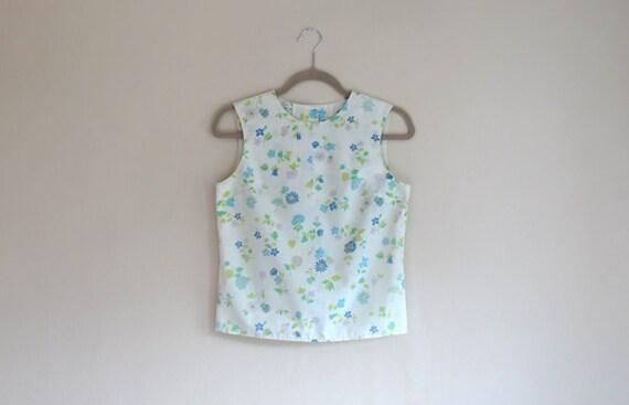SALE - Vintage FLORAL - Calico Printed Cotton Top