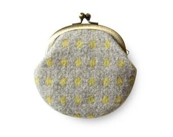 Metal frame coin purse // Fluffy Cross