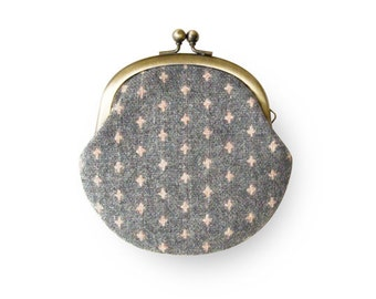 Metal frame coin purse // Pink Cross Wool