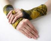 Yellow Tartan: Cosy Gauntlets/ MIttens with checked Pattern