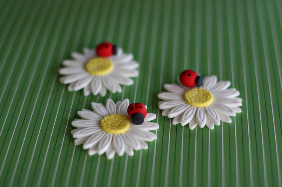 Fondant Daisy With Ladybug Flower Cupcake Cookie Or Mini Cake