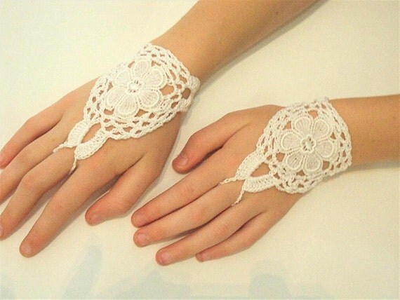 SALE Elegant white  Fingerless Crochet Lace  Wedding Gloves Accessories Womens  Ladies Gloves