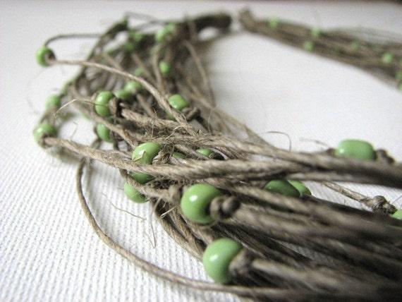 Green raindrops - linen necklace