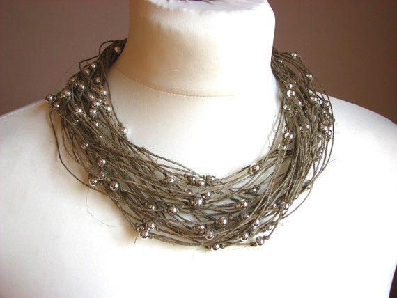 Silver raindrops - linen necklace