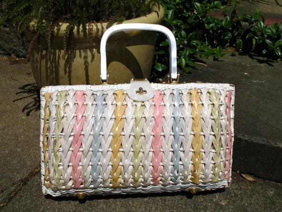 Vintage 60s Mod / White Wicker / Bakelite Handles / Woven / Purse / Handbag / Hong Kong