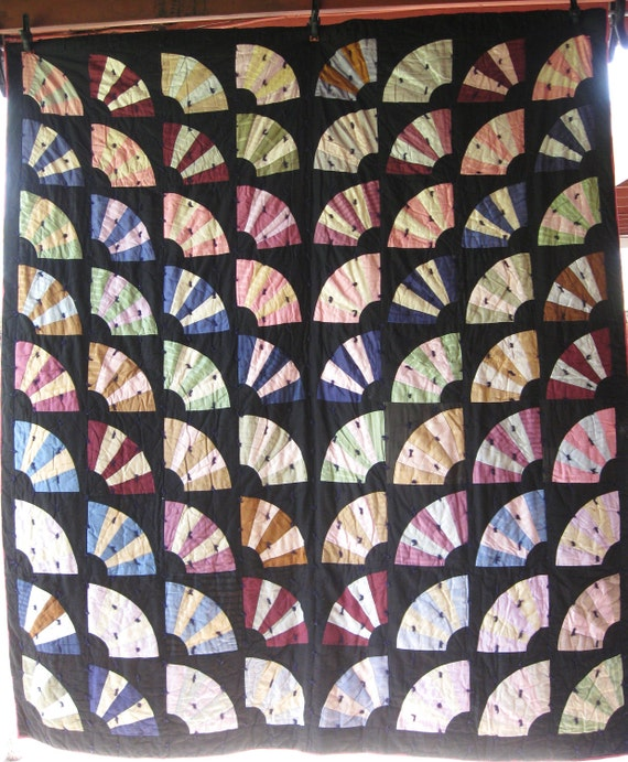 Fall Sale 20% Off / Spectacular Primitive Fan Antique Vintage Quilt - Excellent