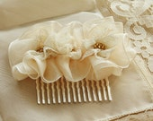 Flower Hair Comb - Ivory Hair Comb - Vintage Ivory Lace Comb - Wedding Accessory - Wedding Bridal Comb - Flower Girl - Bridesmaids Gift